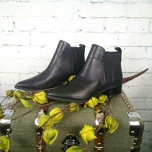 NIB Crown Vintage leather ankle boots w/block heel